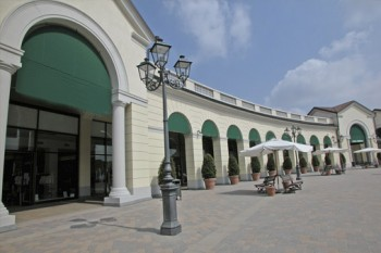 serravalle outlet opening hours