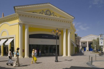 stone island outlet rome |