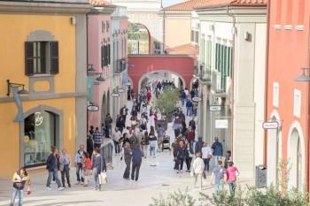 Citta sant 39 angelo outlet village outlet malls for Citta design outlet