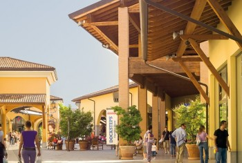 Franciacorta Outlet Village - Outlet Malls
