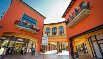Valdichiana Outlet Village - Outlet Malls